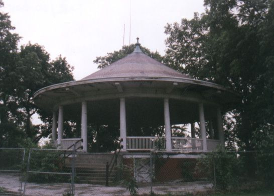 bandstand-before